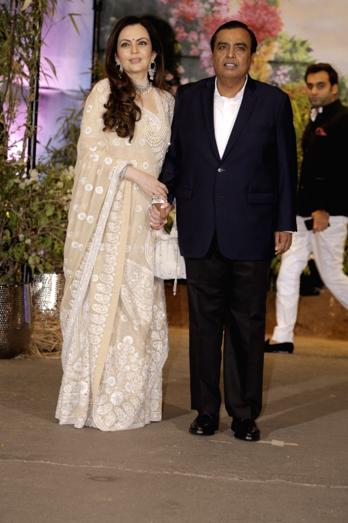 Reliance Industries Ltd Chairman Mukesh Ambani along with his wife Nita Ambani at the wedding reception of actress Sonam Kapoor and businessman Anand Ahuja in Mumbai on May 8, 2018. - Sonam Kapoor, Mukesh Ambani and Nita Ambani