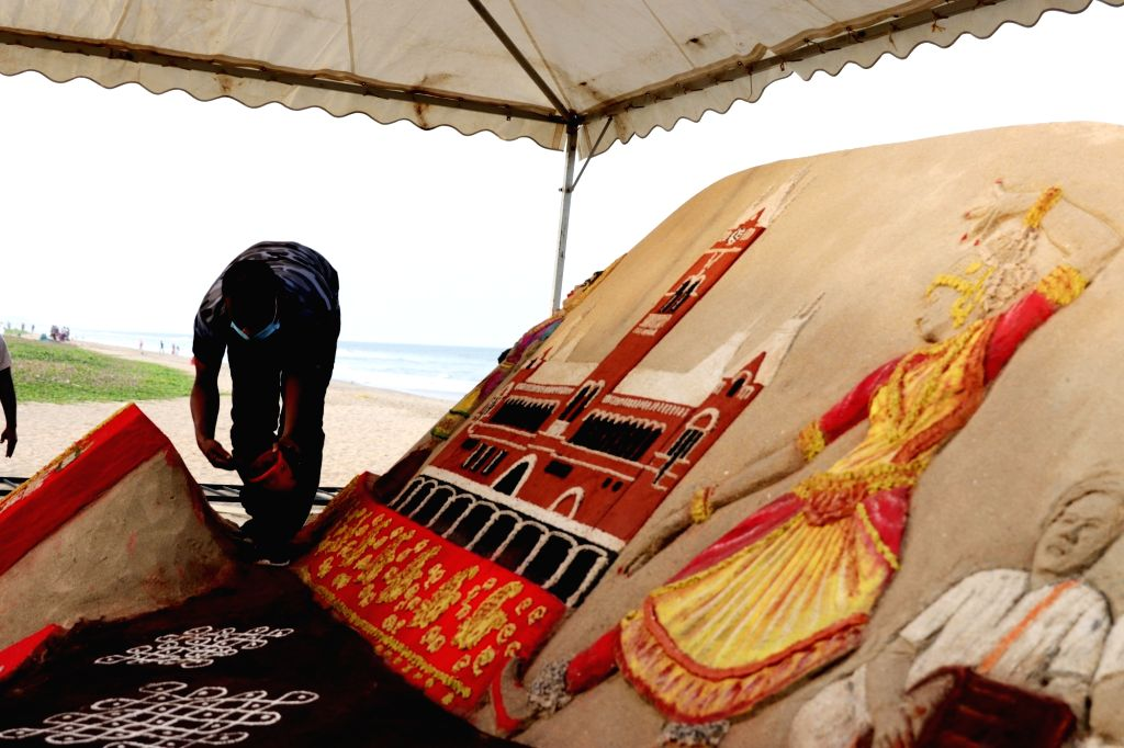 Renowned sand artist Sudarsan Pattnaik created a sand art installation for Tata Tea Chakra Gold as part of its brand initiative to celeberate the  pride of Tamil Nadu. The installation ... - Sudarsan Pattnaik