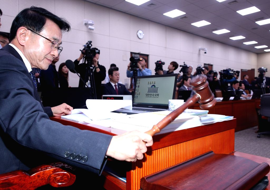 Rep. Sim Jae-kwon of the ruling Democratic Party bangs the gavel at a parliamentary audit of the foreign ministry and related agencies at the National Assembly building in Seoul on Oct. 12, ...