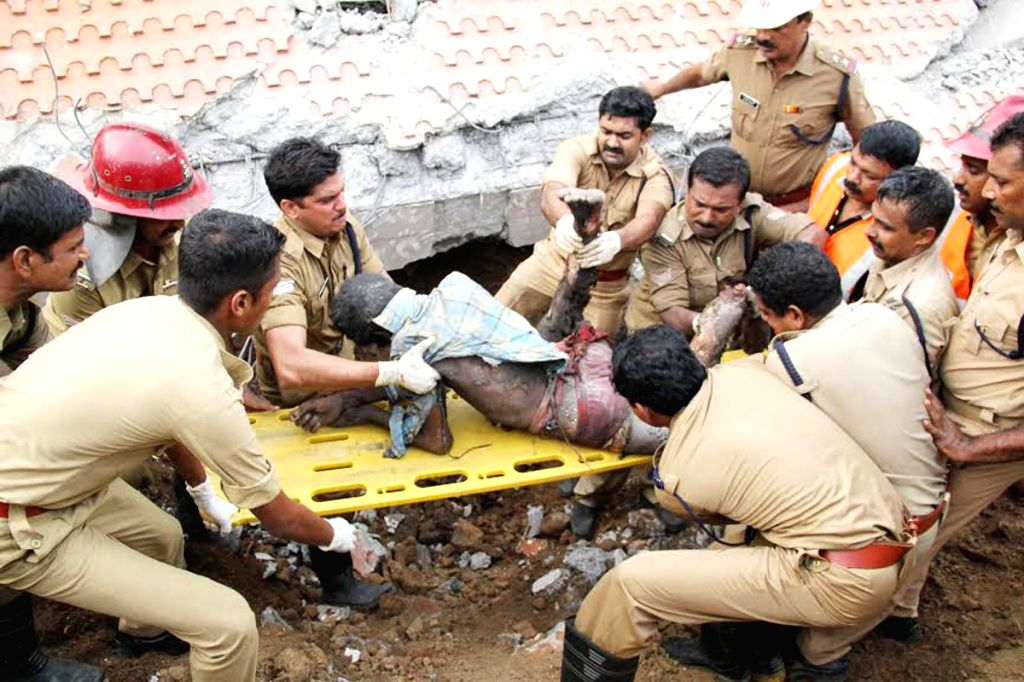 Rescue personnel evacuate one of the victims of Paravur Puttingal temple accident in Kollam district of Kerala, about 60 km from state capital Thiruvananthapuram​ ​on April 10, 2016​.