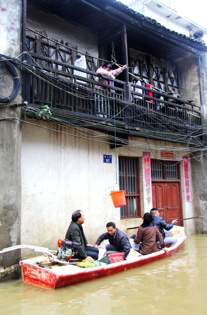 Rescuers send food and drinking water to residents trapped by flood in Daoxian County of Yongzhou City, central China's Hunan Province, Nov. 13, 2015. The water ...