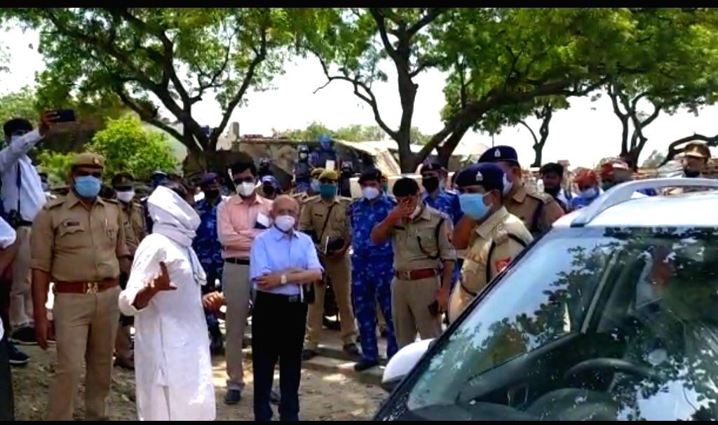 Retired judge reaches Vikas Dubey's village in Kanpur.