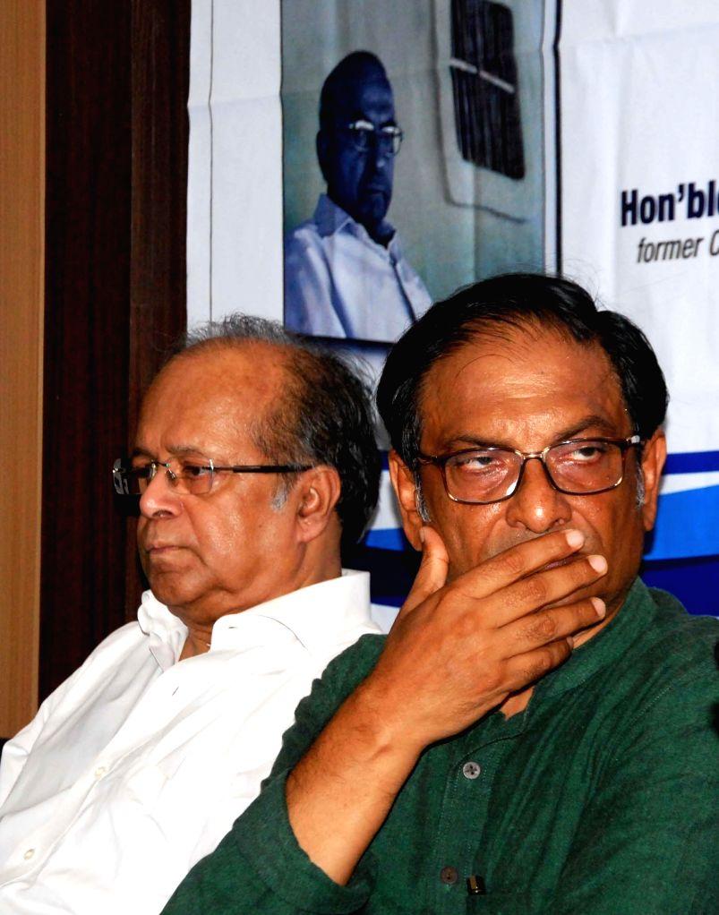 Retired Supreme Court judge Justice Ashok Kumar Ganguly and social activist Binayak Sen release biography of Naxal leader Kanu Sanyal at Press Conference in Kolkata on Aug 22, 2014. - Ashok Kumar Ganguly