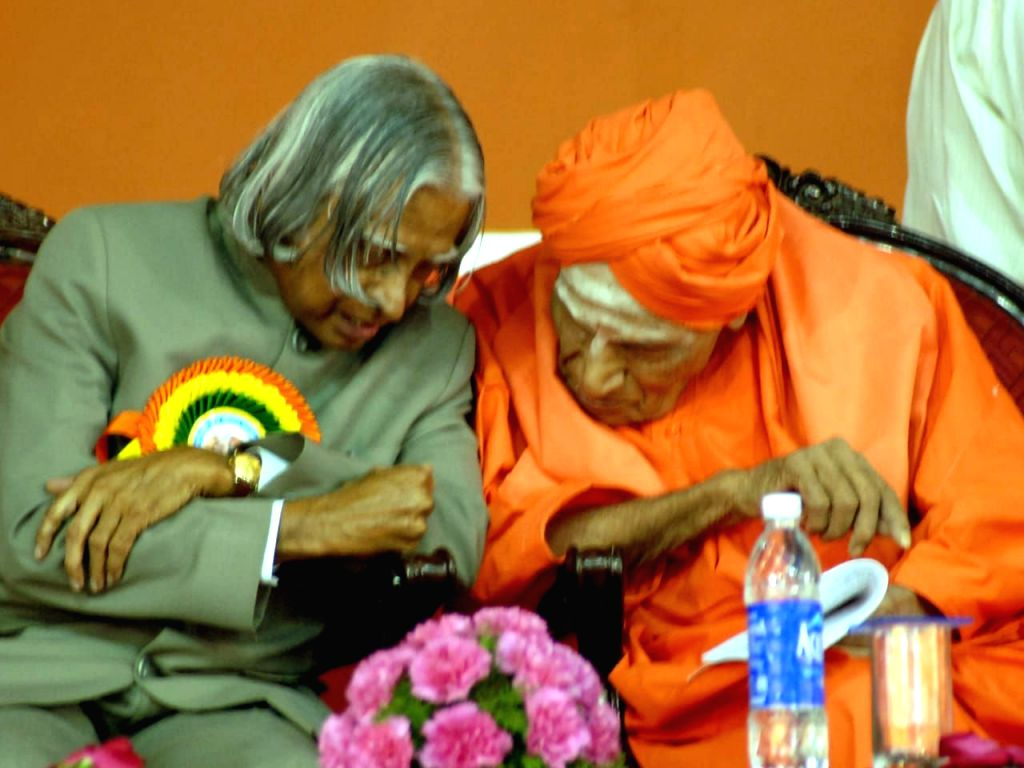 Revered seer Shivakumara Swami with Former President APJ Abdul Kalam. (File Photo: IANS)