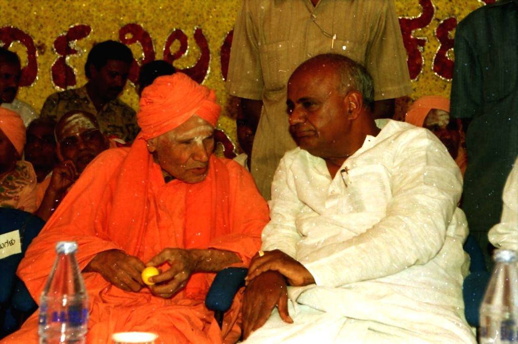 Revered seer Shivakumara Swami with Former Prime Minister H. D. Deve Gowda. (File Photo: IANS) - H. D. Deve Gowda
