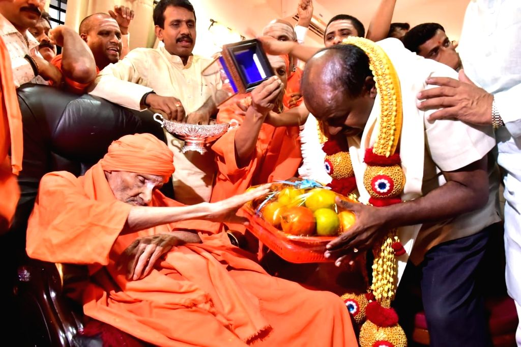 Revered seer Shivakumara Swami with Karnataka Chief Minister H. D. Kumaraswamy. (File Photo: IANS) - H. D. Kumaraswamy