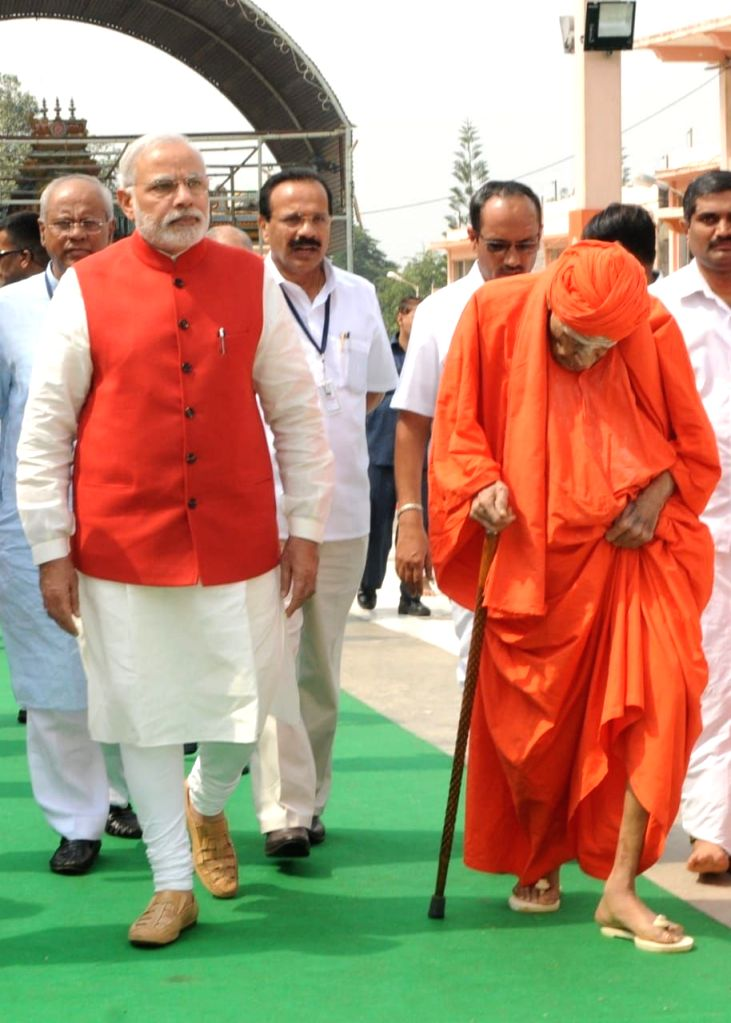 Revered seer Shivakumara Swami with Prime Minister Narendra Modi. (File Photo: IANS) - Narendra Modi