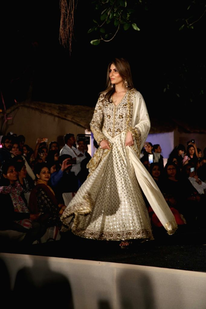 "Riddhima Kapoor Sahani, daughter of actor Rishi Kapoor, showcases fashion designers Abu Jani and Sandeep Khosla's creation during ""Khadi Goes Global"" programme, in New Delhi, on ... - Rishi Kapoor and Riddhima Kapoor Sahani"