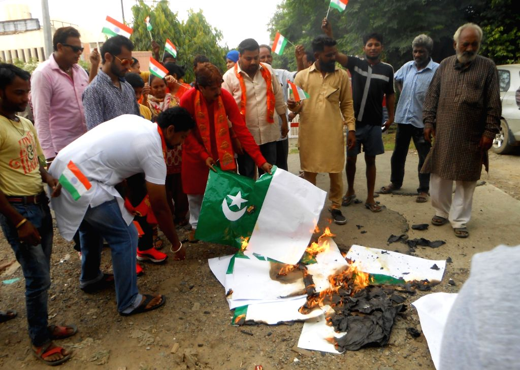 Right wing activists burn Pakistan flags on Pakistan's Independence Day in Amritsar on Aug 14, 2016.
