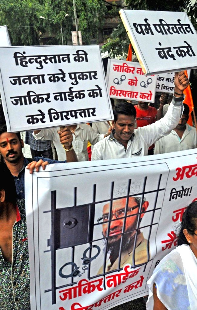 Right wing activists stage a demonstration against controversial Islamic leader Zakir Naik in Mumbai, on Aug 2, 2016.