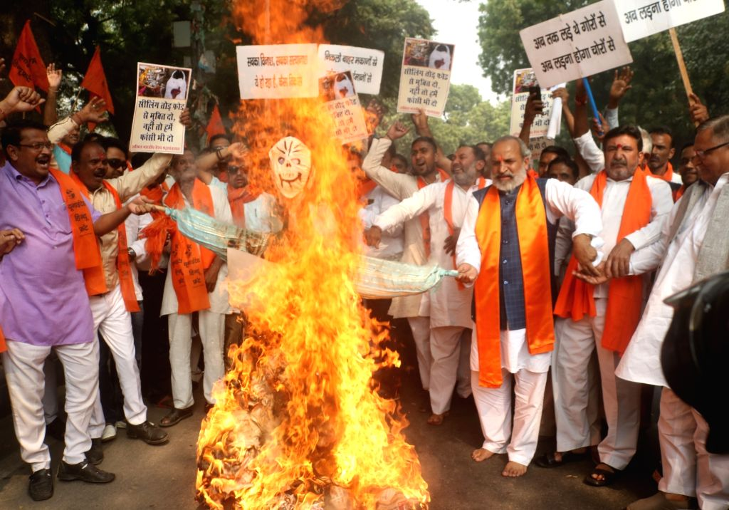 Right-wing Hindu activists stage a demonstration against sealing drive, in New Delhi on Oct 31, 2018.