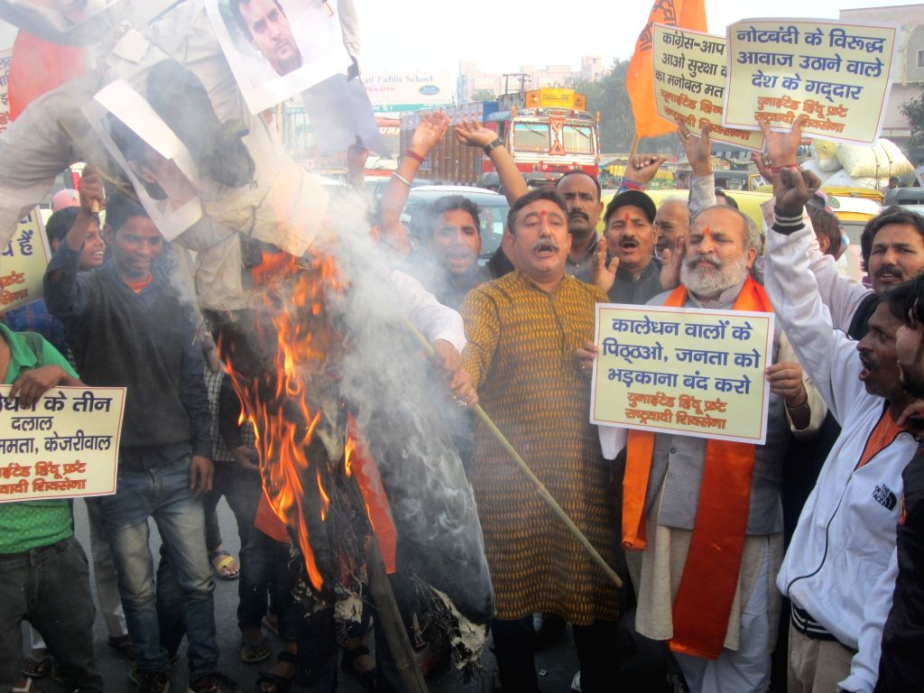 Right wing organisations stage a demonstration against people protesting against demonetisation in New Delhi on Nov 30, 2016.