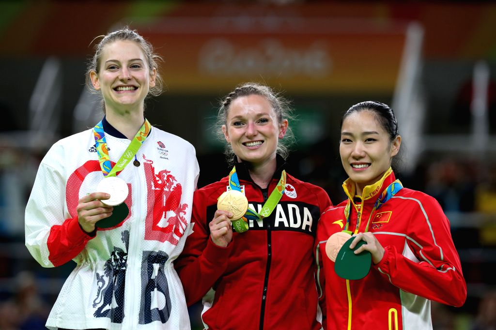 RIO DE JANEIRO, Aug. 12, 2016 - Gold medalist Canada's Rosannagh Maclennan (C), silver medalist Britain's Bryony Page (L), bronze medalist China's li Dan attend the awarding ceremony for women's ...
