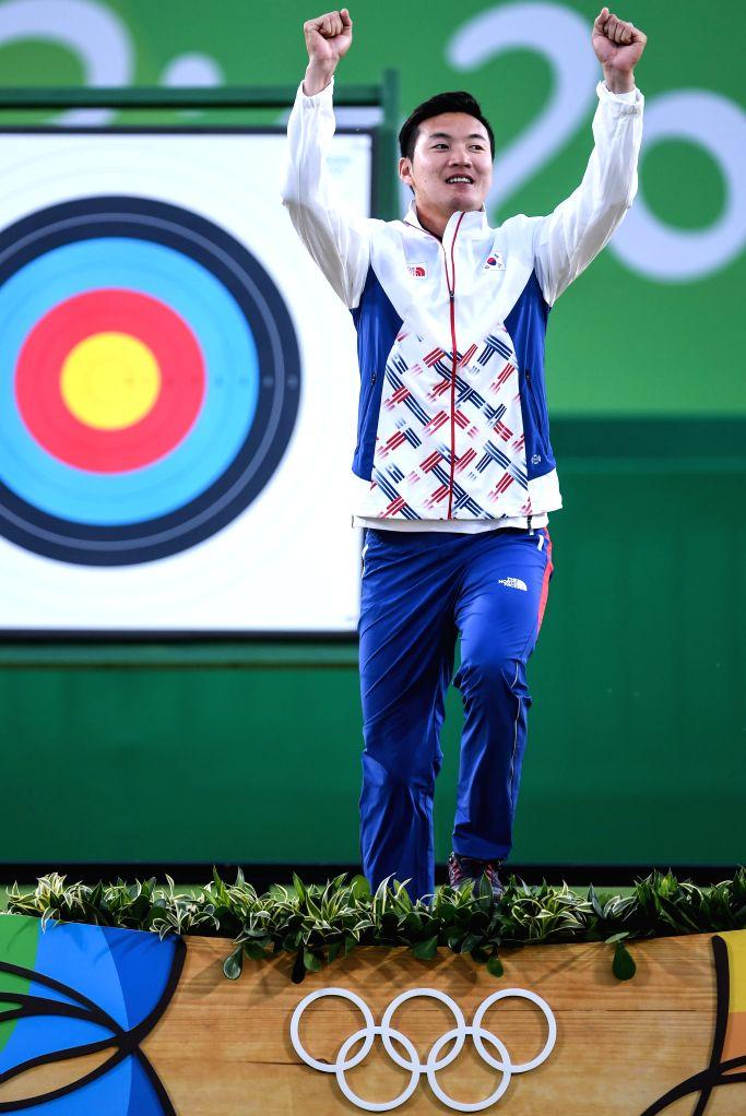 RIO DE JANEIRO, Aug. 12, 2016 - South Korea's Ku Bonchan attends the awarding ceremony for the men's individual final of archery at the 2016 Rio Olympic Games in Rio de Janeiro, Brazil, on Aug. 12, ...