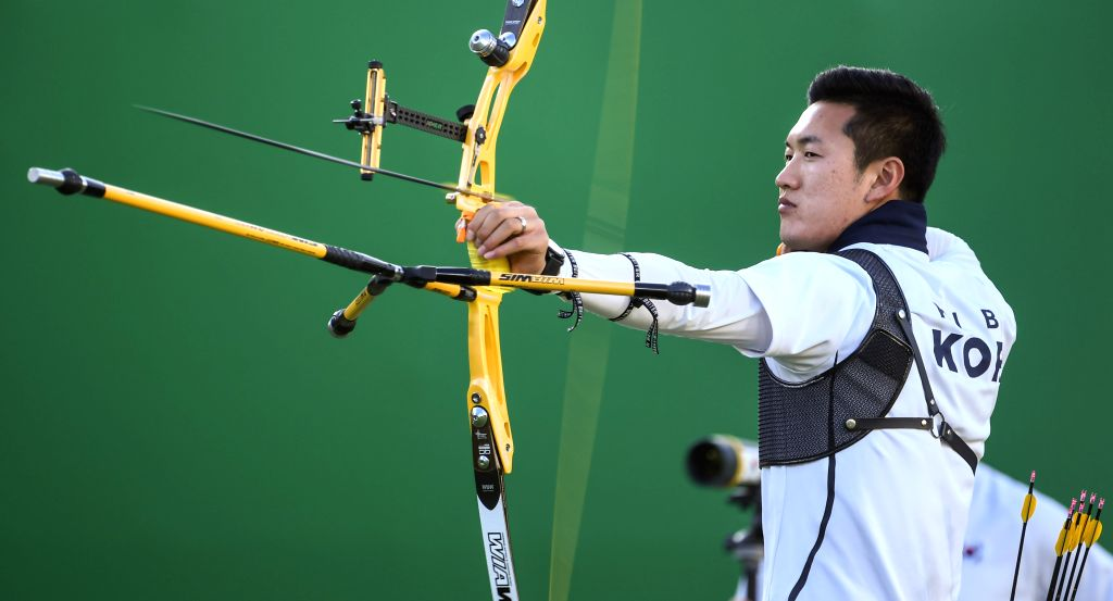 RIO DE JANEIRO, Aug. 12, 2016 - South Korea's Ku Bonchan competes during the men's individual final of archery at the 2016 Rio Olympic Games in Rio de Janeiro, Brazil, on Aug. 12, 2016. Ku Bonchan ...