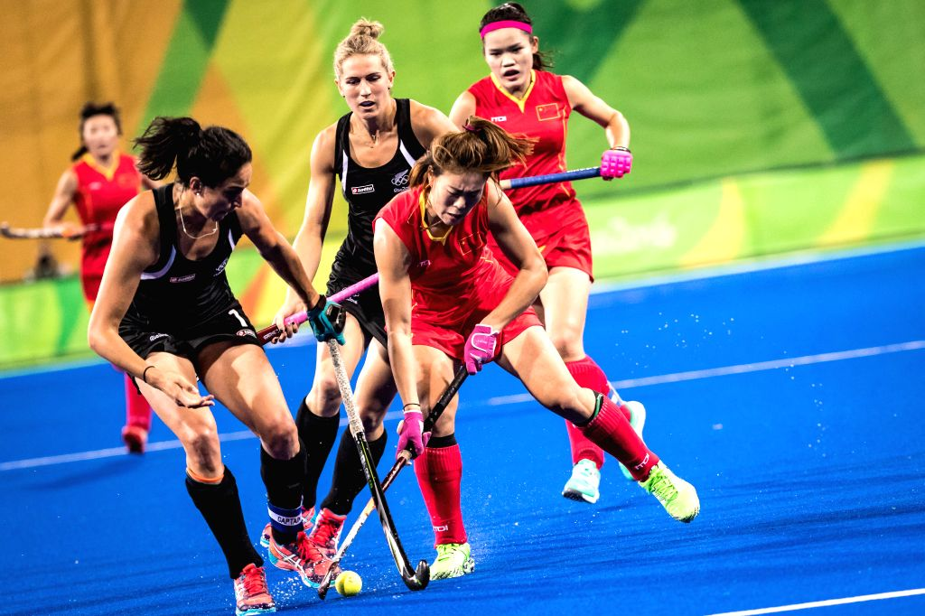 RIO DE JANEIRO, Aug. 13, 2016 - China's Liang Meiyu (front R) competes during the women's hockey pool A match between China and New Zealand at the 2016 Rio Olympic Games in Rio de Janeiro, Brazil, on ...