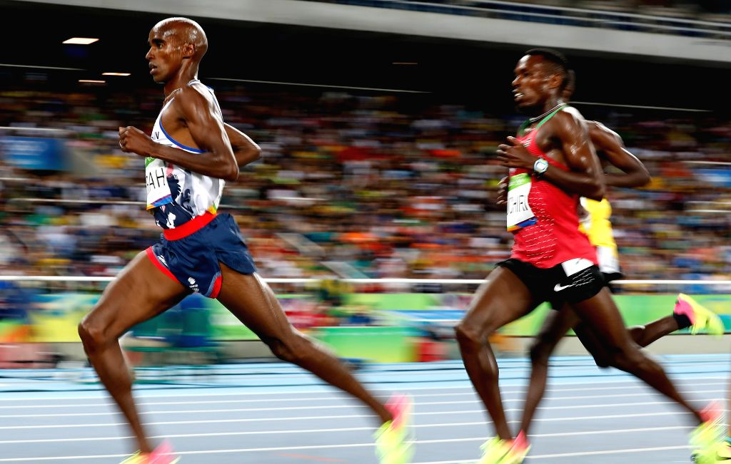 RIO DE JANEIRO, Aug. 13, 2016 - Mohamed Farah (L) of Great Britain competes during the final of men's 10000m at the 2016 Rio Olympic Games in Rio de Janeiro, Brazil, on Aug. 13, 2016. Mohamed Farah ...
