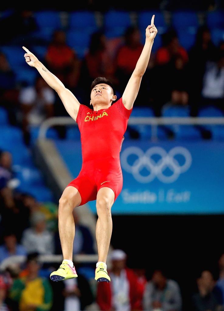 RIO DE JANEIRO, Aug. 13, 2016 - Xue Changrui of China celebrates during the Men's Pole Vault Qualifying Round of the Rio 2016 Olympic Games at Olympic Stadium in Rio de Janeiro, Brazil, on Aug. 13, ...