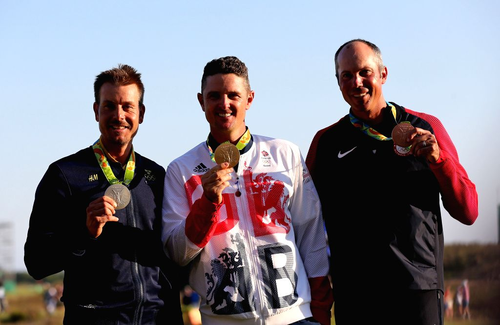 RIO DE JANEIRO, Aug. 14, 2016 - Gold medalist Britain's Justin Rose (C), silver medalist Sweden's Henrik Stenson (L) and bronze medalist Matt Kuchar of the United States of America attend the ...
