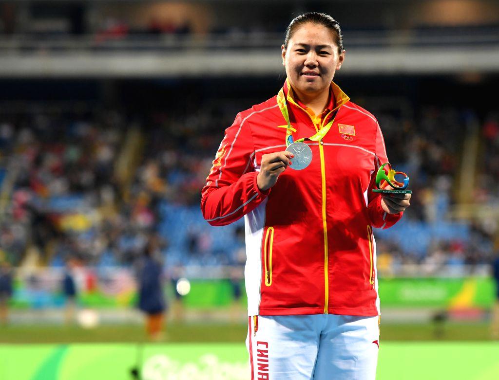 RIO DE JANEIRO, Aug. 15, 2016 - China's Zhang Wenxiu attends the awarding ceremony of women's hammer throw at the 2016 Rio Olympic Games in Rio de Janeiro, Brazil, on Aug. 15, 2016. Zhang Wenxiu won ...