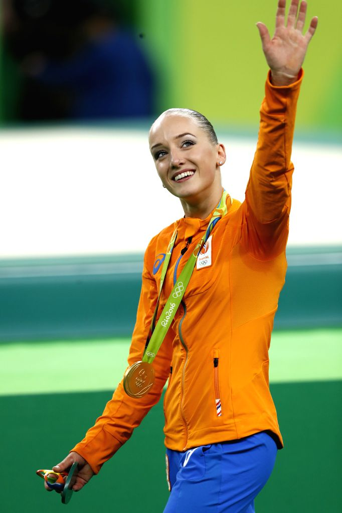 RIO DE JANEIRO, Aug. 15, 2016 - Gold medalist the Netherlands' Sanne Wevers waves to the audience after the awarding ceremony for the women's balance beam final of Artistic Gymnastics at the 2016 Rio ...