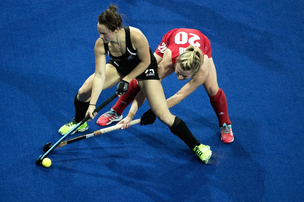 RIO DE JANEIRO, Aug. 15, 2016 - Hollie Webb of Great Britain (R) competes against Kelsey Smith of New Zealand during the women's hockey semifinal between Great Britain and New Zealand at the 2016 Rio ...