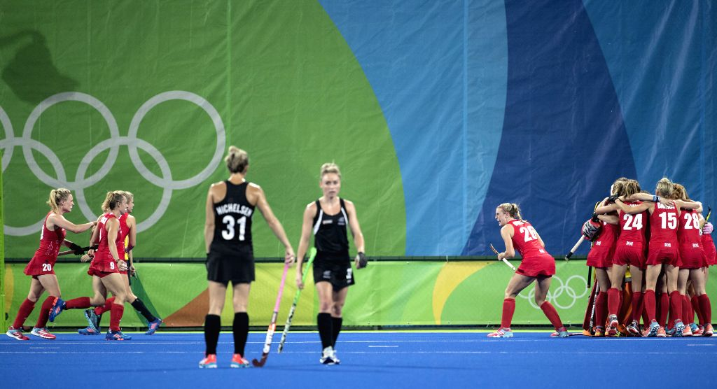 RIO DE JANEIRO, Aug. 15, 2016 - Players (in Red) of Great Britain celebrate after the women's hockey semifinal between Great Britain and New Zealand at the 2016 Rio Olympic Games in Rio de Janeiro, ...