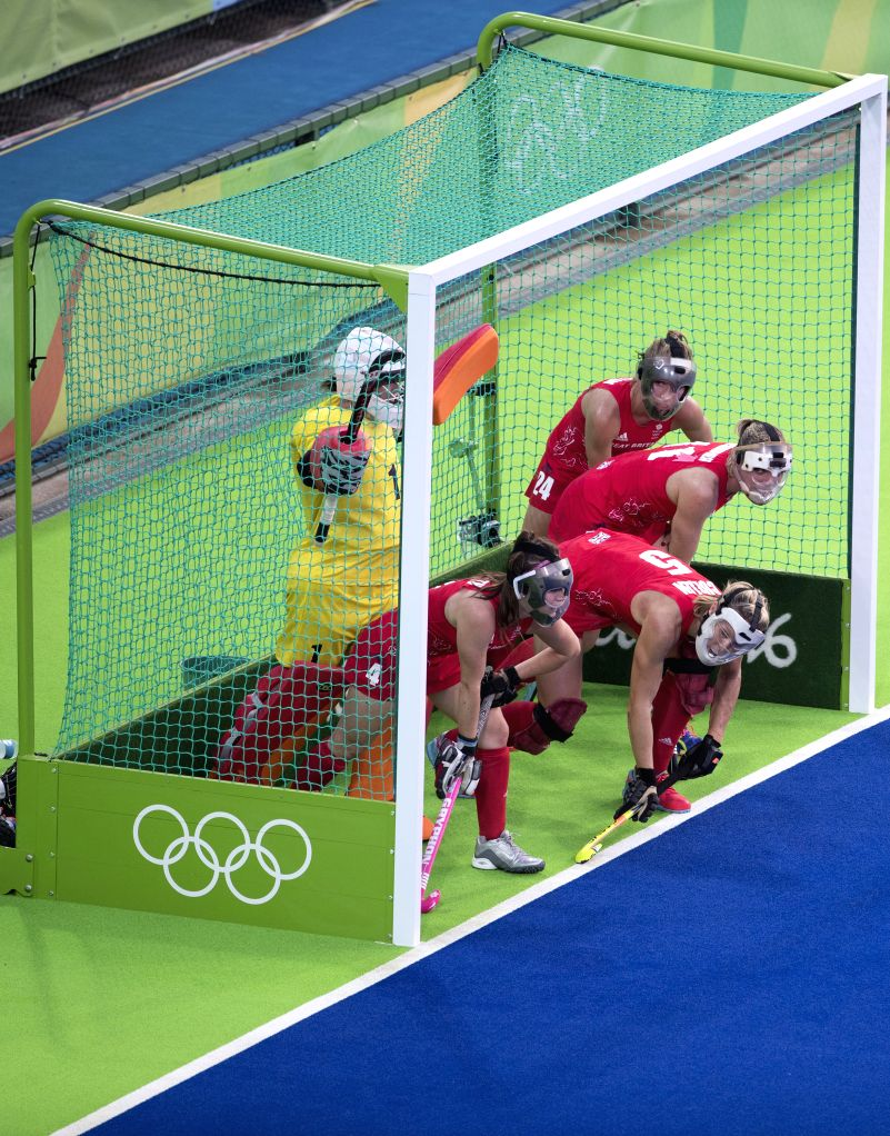 RIO DE JANEIRO, Aug. 15, 2016 - Players of Great Britain play defence during the women's hockey semifinal between Great Britain and New Zealand at the 2016 Rio Olympic Games in Rio de Janeiro, ...