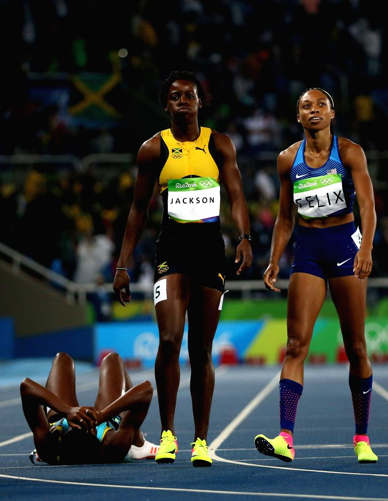 RIO DE JANEIRO, Aug. 15, 2016 - Shaunae Miller of Bahamas (L) reacts after the women's 400m final at the 2016 Rio Olympic Games in Rio de Janeiro, Brazil, on Aug. 15, 2016. Shaunae Miller won the ...