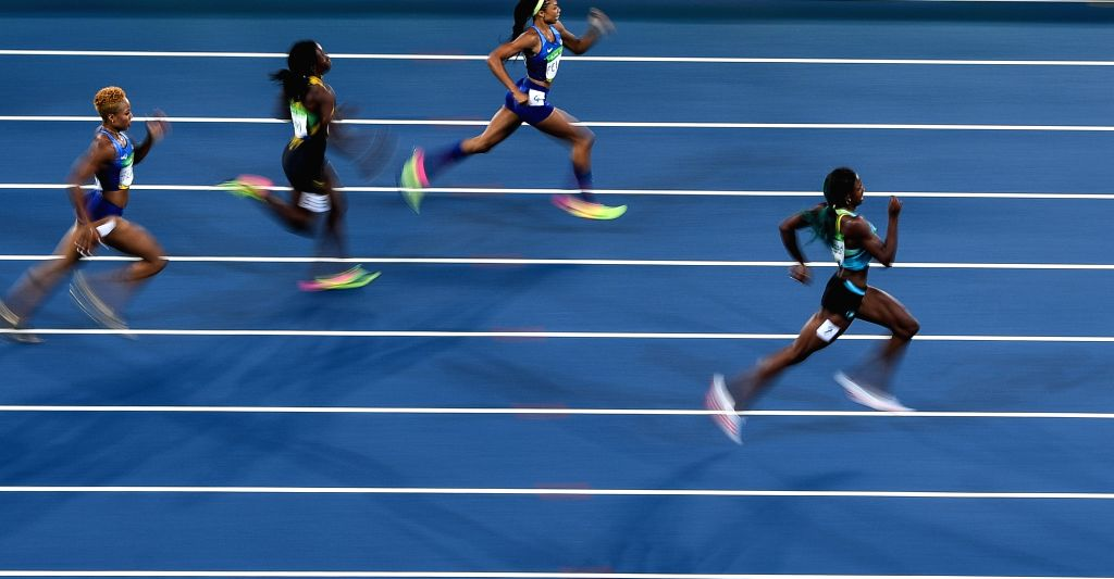 RIO DE JANEIRO, Aug. 15, 2016 - Shaunae Miller of Bahamas (1st R) competes during the women's 400m final at the 2016 Rio Olympic Games in Rio de Janeiro, Brazil, on Aug. 15, 2016. Shaunae Miller won ...
