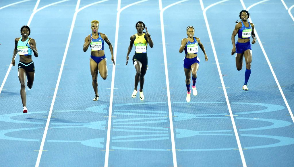 RIO DE JANEIRO, Aug. 15, 2016 - Shaunae Miller of Bahamas (1st L) competes during the women's 400m final at the 2016 Rio Olympic Games in Rio de Janeiro, Brazil, on Aug. 15, 2016. Shaunae Miller won ...