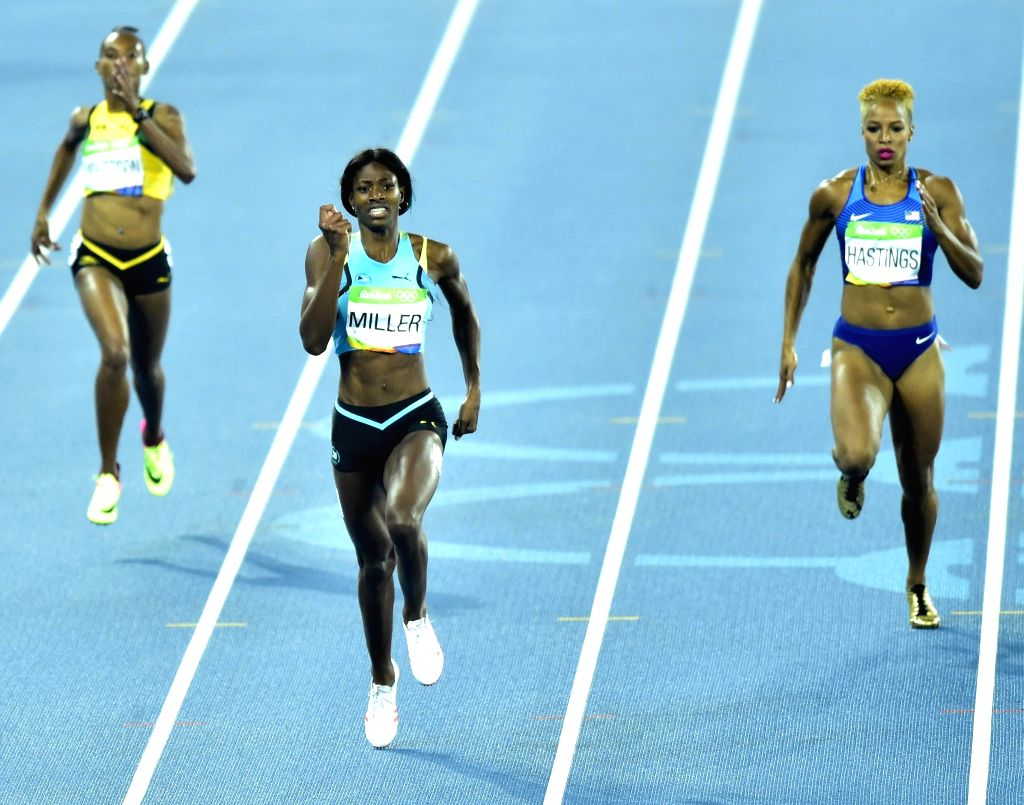 RIO DE JANEIRO, Aug. 15, 2016 - Shaunae Miller of Bahamas (C) competes during the women's 400m final at the 2016 Rio Olympic Games in Rio de Janeiro, Brazil, on Aug. 15, 2016. Shaunae Miller won the ...
