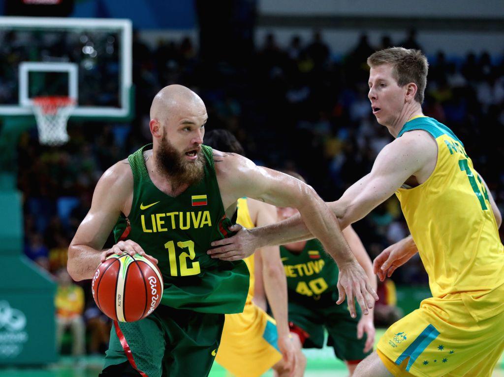RIO DE JANEIRO, Aug. 17, 2016 - Antanas Kavaliauskas (L) of Lithuania competes during the men's basketball quarterfinal between Australia and Lithuania at the 2016 Rio Olympic Games in Rio de ...