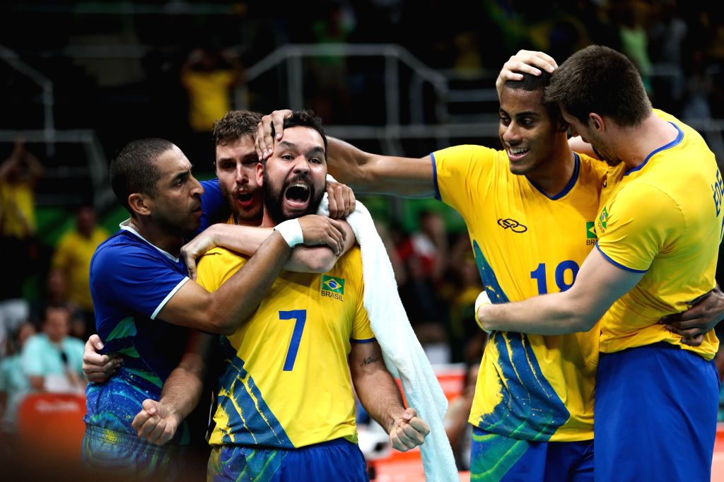 RIO DE JANEIRO, Aug. 17, 2016 - Brazil's players celebrate during the men's quarterfinal of Volleyball between Brazil and Argentina at the 2016 Rio Olympic Games in Rio de Janeiro, Brazil, on Aug. ...
