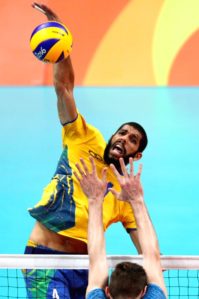 RIO DE JANEIRO, Aug. 17, 2016 - Brazil's Wallace de Souza (top) spikes the ball during the men's quarterfinal of Volleyball between Brazil and Argentina at the 2016 Rio Olympic Games in Rio de ...