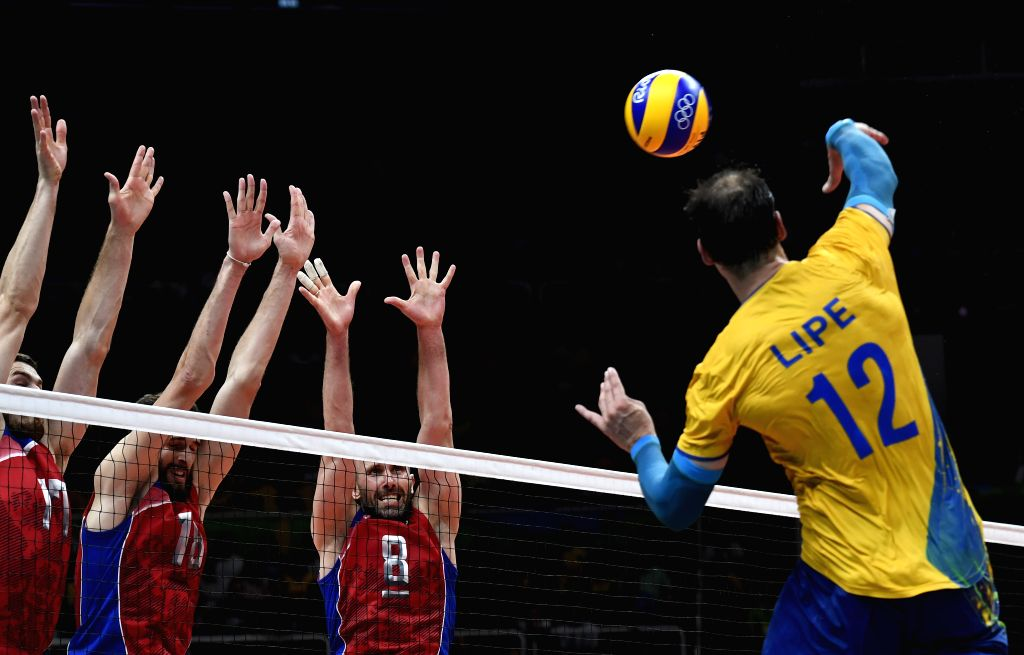 RIO DE JANEIRO, Aug. 19, 2016 - Brazil's Luiz Felipe Marques Fonteles (1st, R) competes during the men's semifinal of Volleyball between Brazil and Russia at the 2016 Rio Olympic Games in Rio de ...