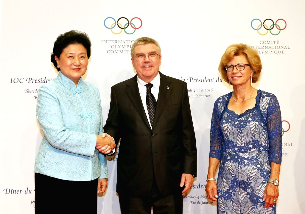 RIO DE JANEIRO, Aug. 4,2016 - Chinese vice premier Liu Yandong(L) shakes hands with International Olympic Committee (IOC) President Thomas Bach(C) during a welcoming banquet in Rio de Janerio, ...