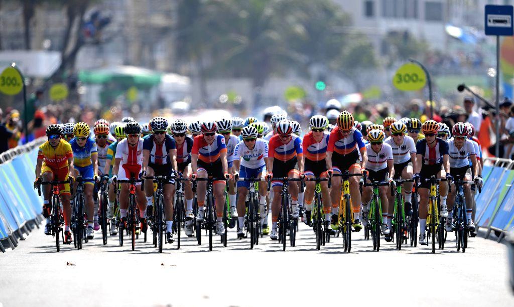 RIO DE JANEIRO, Aug. 7, 2016 - Players compete during the women's cycling road race final in Rio de Janeiro, Brazil, on Aug. 7, 2016. Breggen won gold medal. (Xinhua/Li Ga/IANS