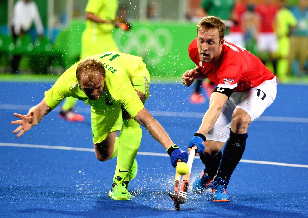 RIO DE JANEIRO, Aug. 9, 2016 - Barry Middleton (R) of Great Britain competes during the men's hockey pool A match between Brazil and Great Britain at the 2016 Rio Olympic Games in Rio de Janeiro, ...