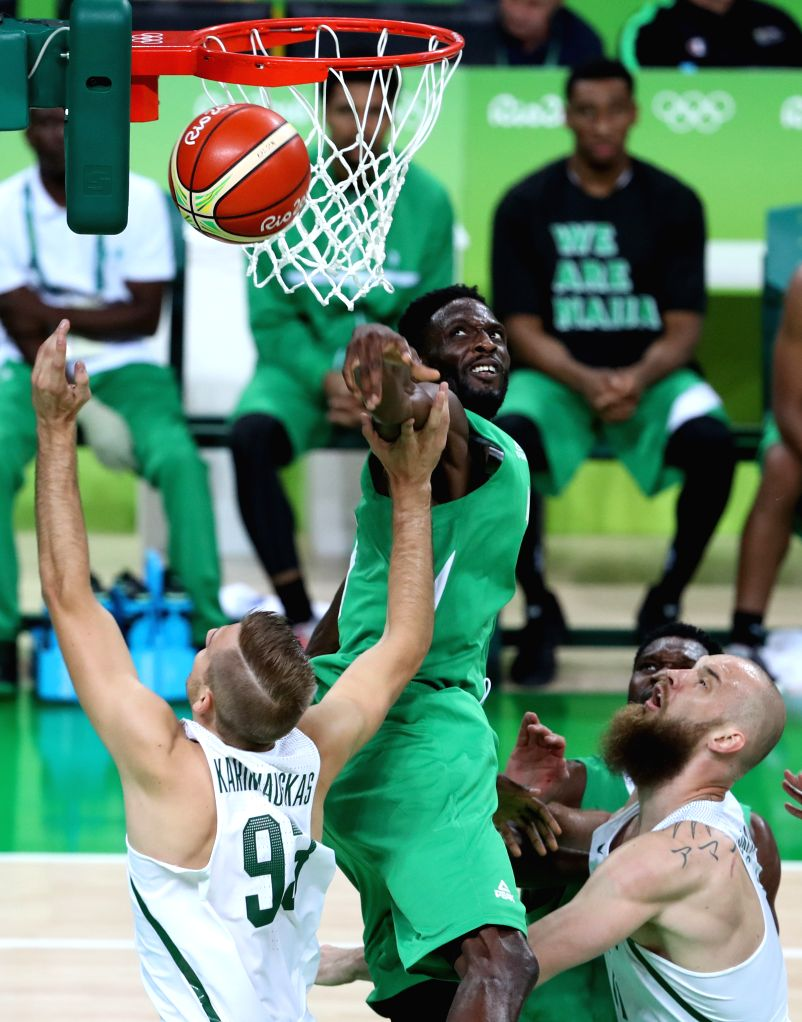 RIO DE JANEIRO, Aug. 9, 2016 - Nigeria's Ekene Ibekwe (C) blocks Lithuania's Vaidas Kariniauskas (L) during a men's preliminary round match of basketball at the 2016 Rio Olympic Games in Rio de ...