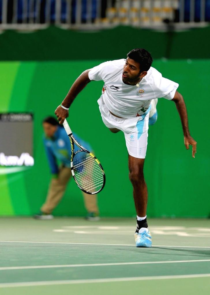 Rio de Janeiro: Indian tennis player Rohan Bopanna in action against Andy Murray and Heather Watson of Britain in mixed doubles tennis event in Rio de Janeiro on Aug. 12, 2016. Sania and Bopanna ... - Rohan Bopanna