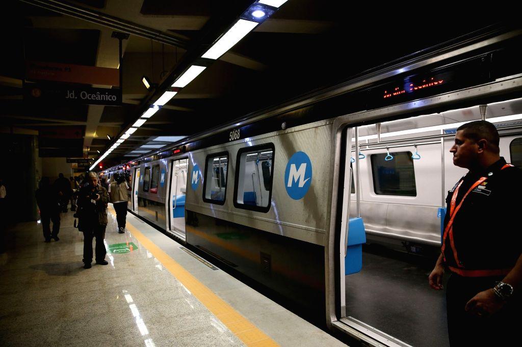 RIO DE JANEIRO, July, 30, 2016 (XINHUA)Photo taken on July 30, 2016 shows the metro line 4 train in the Jardim Oceacino station of metro line 4 in Barra da Tijuca, in Rio de Janeiro, Brazil. The ...