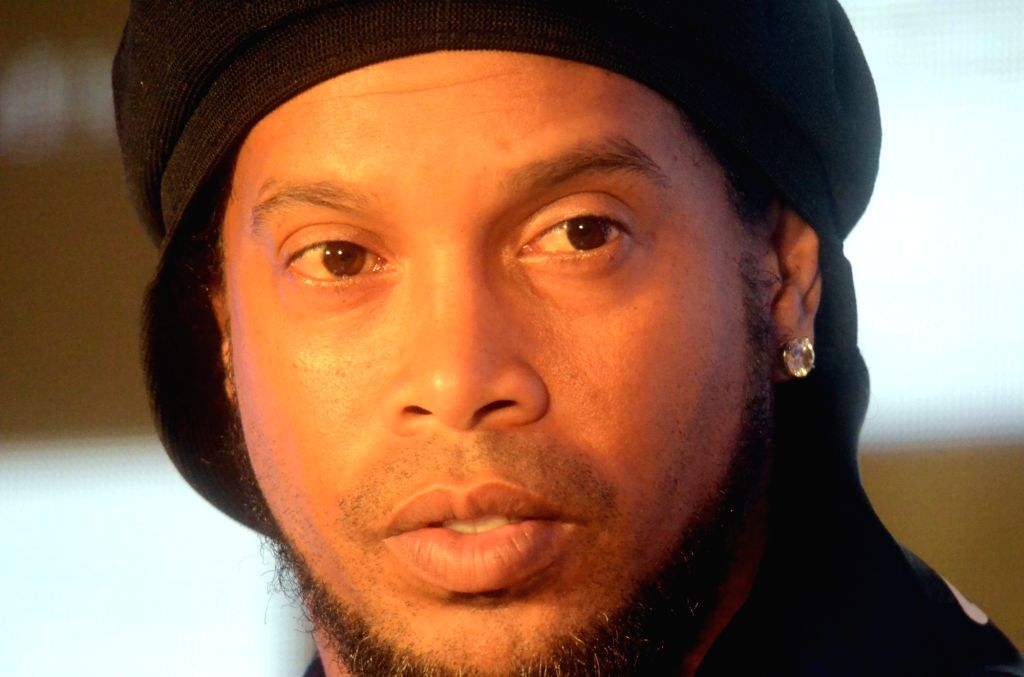 """Rio de Janeiro, March 30 (IANS) Ronaldinho's famous smile has """"disappeared"""" after more than three weeks in a Paraguayan jail, according to one of the few people allowed to visit him. (File Photo: IANS)"""