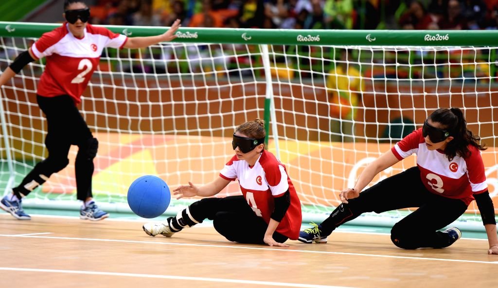 RIO DE JANEIRO, Sept. 17, 2016 - Turkey's Gulsah Duzgun (C) competes during the women's gold medal match of goalball event against China at the 2016 Rio Paralympic Games in Rio de Janeiro, Brazil, on ...