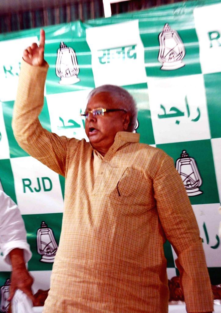 RJD chief Lalu Prasad Yadav addresses a press conference at his official residence in Patna on Aug 20, 2017. - Lalu Prasad Yadav