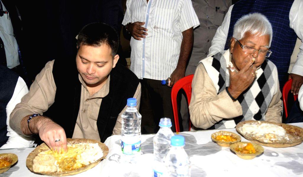 RJD chief Lalu Prasad Yadav and his son Bihar Deputy Chief Minister  Tejashwi Yadav  have dahi-chura - rice flakes and curd on Makar Sankranti in Patna, on Jan 14, 2017. - Tejashwi Yadav and Lalu Prasad Yadav