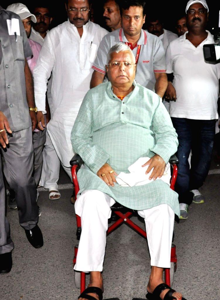 RJD chief Lalu Prasad Yadav being taken to Mumbai from Patna for treatment on May 22, 2018. - Lalu Prasad Yadav