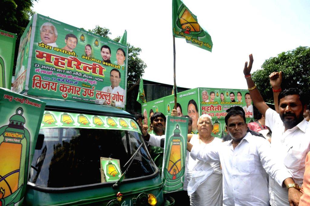 RJD chief Lalu Prasad Yadav campaigns during the Desh Bachao, Bhajpa Bhagao rally at his residence in Patna on Aug 20, 2017. - Lalu Prasad Yadav