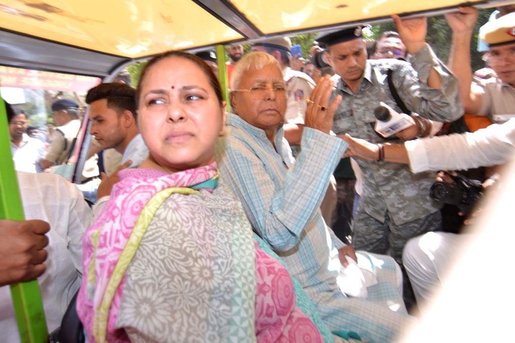 RJD chief Lalu Prasad Yadav, who is behind bars in the fodder scam cases, accompanied by his daughter Misa Bharti, departs from New Delhi railway station, after the medical board of ... - Lalu Prasad Yadav