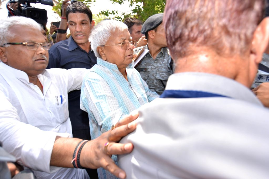 RJD chief Lalu Prasad Yadav, who is behind bars in the fodder scam cases, arrives at the New Delhi railway station, after the medical board of Rajendra Institute of Medical Science (RIMS) ... - Lalu Prasad Yadav